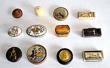 Lot de onze BOITES à priser ou à pilules diverses, en porcelaine, cristal, bois