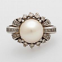 Damenring mit Brillant / Dia. Besatz, bewegl. gefaßte Perle.