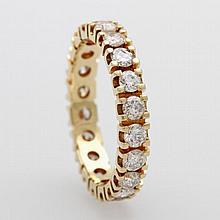 Memoire Ring ausgefasst mit 20 Diam.- Brillanten zus. ca. 1,6 cts, W- CRYSTAL/ PIQUE.