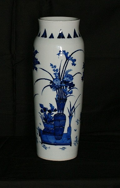 Large 17th/18th C Chinese porcelain vase. H:16