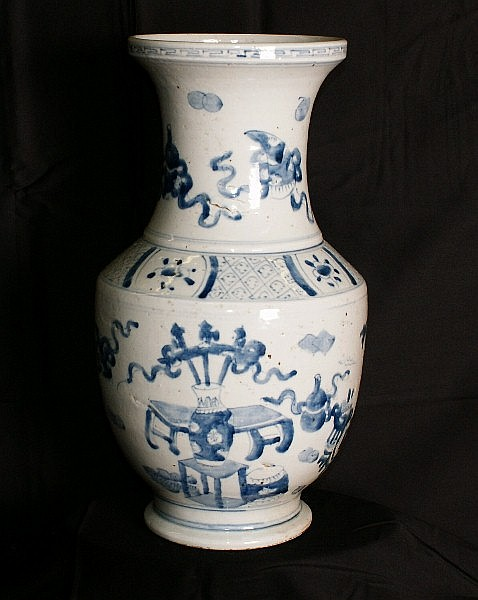 18th/19th C Chinese porcelain vase. H:15