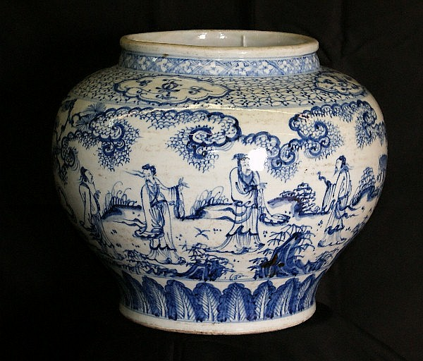 Large 19th C Chinese porcelain vase . H:11.5