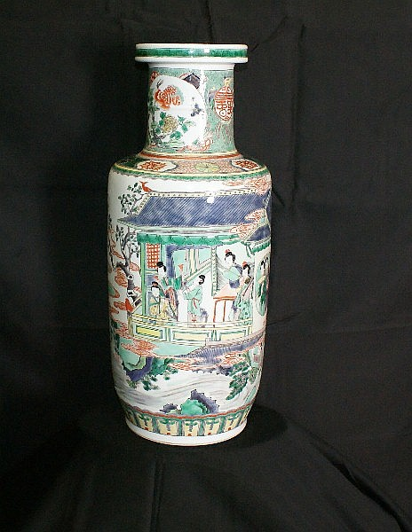 18th C Chinese porcelain vase with marks on top