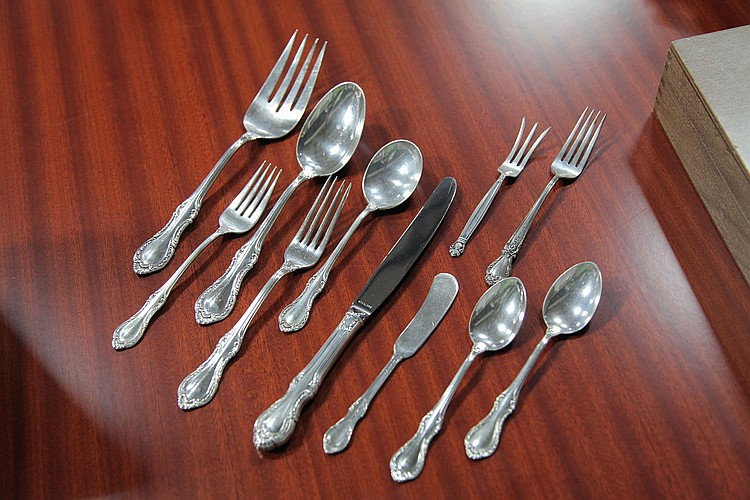 SET OF FINE ARTS STERLING SILVER FLATWARE.
