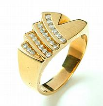 GENTS' GOLD AND DIAMOND RING.
