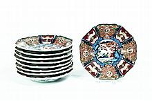 NINE IMARI SCALLOPED EDGE PLATES.