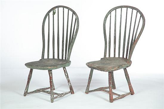 PAIR OF PAINTED BOW-BACK WINDSOR SIDE CHAIRS.