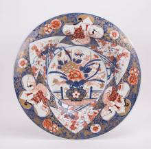 JAPANESE IMARI CHARGER WITH FLORAL MOTIF