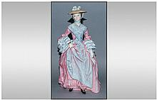Royal Doulton Limited Edition & Numbered Figure, Gainsborough Ladies 'Mary Countess Howe' HN 3007, numer 1069/5000. Designer P.Gee. Issued 1990. 9.75'