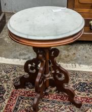 Sm. Oval Victorian table, walnut