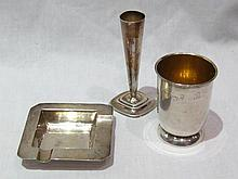 A square hallmarked sterling silver ashtray, 8x8cm