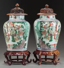 A PAIR OF LIDDED CHINESE FAMILLE VERTE PORCELAIN JARS W