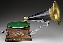 COLUMBIA DISC GRAPHOPHONE WITH FRONT MOUNT HORN.
