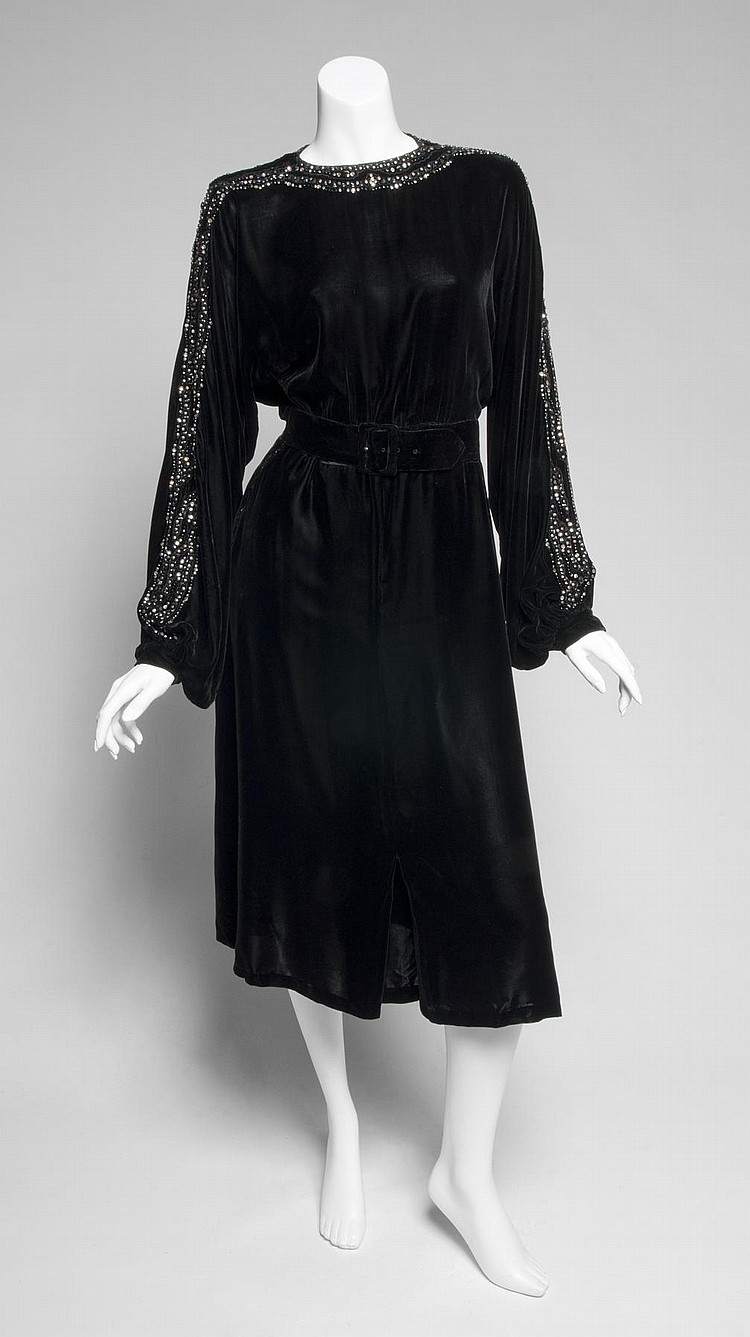GRETA GARBO BLACK VELVET EVENING DRESS