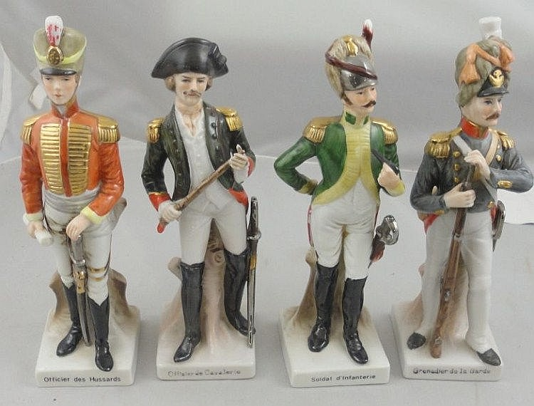 4 Porcelain Figures Officier des Hussards,