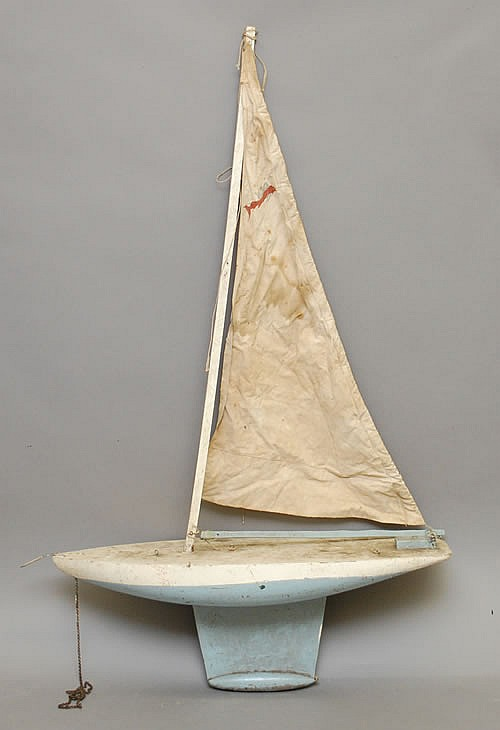 EARLY 20TH CENT. PAINTED WOODEN POND BOAT