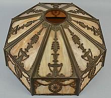 EARLY 20TH CENT. OCTAGONAL CAST METAL AND CARAMEL SLAG GLASS PANEL AND CAST BRONZE TABLE LAMP