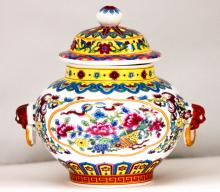 CHINESE PORCELAIN VASE W/ REMOVABLE LID