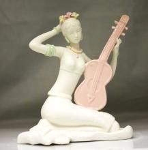 CHINESE PORCELAIN STATUESQUE WOMEN FIGURINE