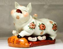 COLLECTIBLE CHINESE PORCELAIN PIG FAMILY