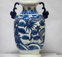 BEAUTIFUL FLORAL CHINESE PORCELAIN VASE