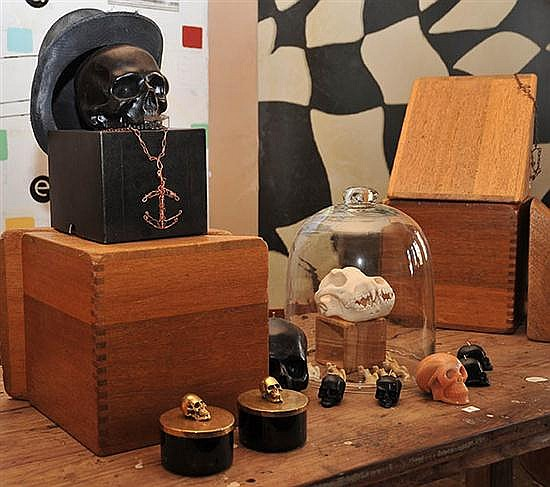 A COLLECTION OF SKULL RELATED ITEMS, TWO GLASS BELL JARS, MINIATURE CERAMIC FEMALE FIGURES, JEWELLERY AND A TOP HAT