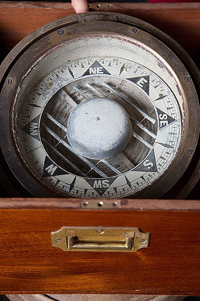 AN EIGHT-INCH MARINE COMPASS IN ORIGINAL TIMBER CASE