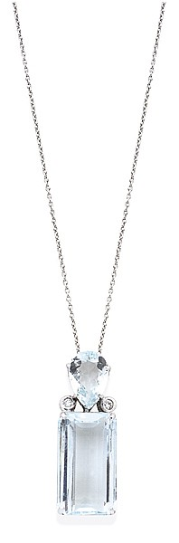 AN AQUAMARINE AND DIAMOND PENDANT