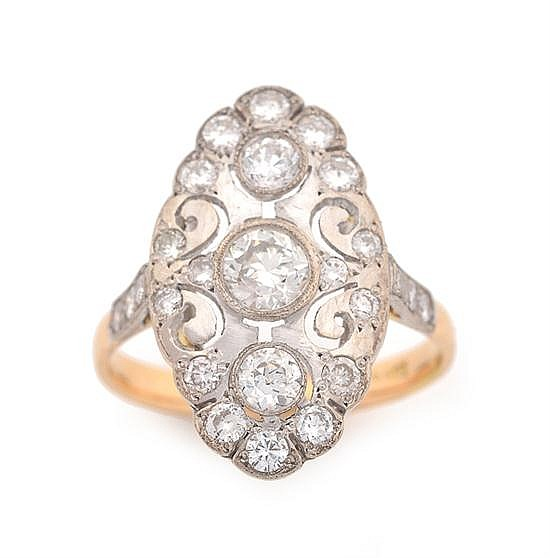 A DIAMOND PLAQUE RING