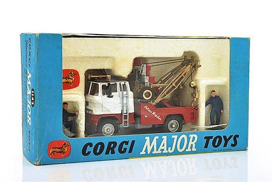 CORGI MAJOR 1142 'HOLMES WRECKER' RECOVERY VEHICLE WITH FORD TILT CAB, WITH GOLD BOOM AND JIBS, 2 X FIGURINES AND INSTRUCTION SHEET..