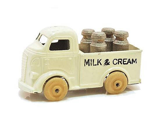 BARCLAY (U.S.A) MILK AND CREAM TRUCK WITH 4 X SILVER PAINTED WOODEN MILK CHURNS, UNBOXED (G-VG)