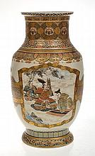 JAPANESE MEIJI SATSUMA VASE DECORATED WITH SAMURAI SCENE, UNSIGNED, 29.5CM HIGH