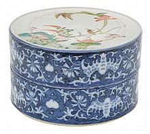 A CHINESE PORCELAIN ENAMELLED LIDDED BOX, POSSIBLY DAOGUANG PERIOD (1821-1850)