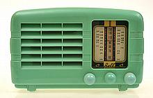 NEW ZEALAND BAKELITE  MINT GREEN BELL VALVE RADIO CIRCA MID 1950S