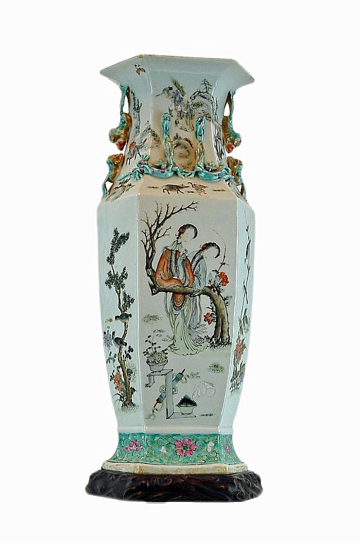 A Large Chinese Porcelain Vase