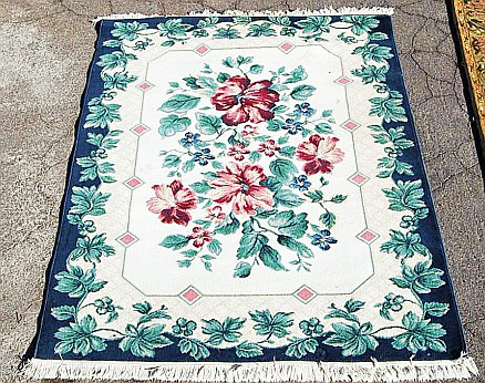 Area Rug with Floral Print