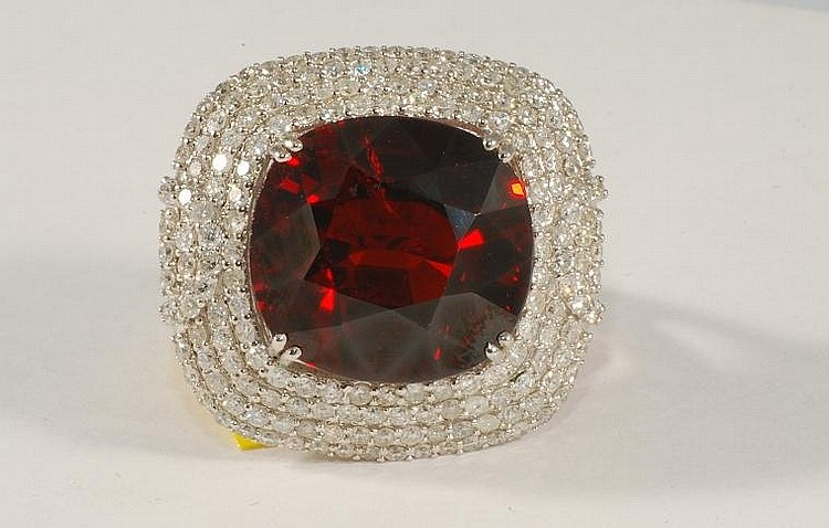 24.82 ct Garnet and Diamond Ring in White gold