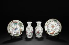 A SET OF FAMILLE-ROSE DISHES AND VASES