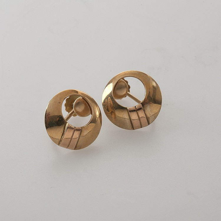 PAIR OF CARTIER TWO COLOR 14K GOLD EARRINGS OF CIRCULAR FORM.