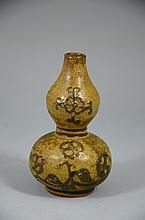 Fine Chinese Brown Glaze double gourd Porcelain Bottle