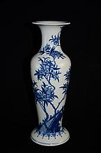 Fine Chinese Blue & White porcelain vase
