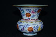 Fine Chinese porcelain, famoille rose vase, decorated with bats