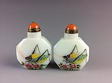 A Set Of Peking Glass Katydid Pattern Snuff Bottle
