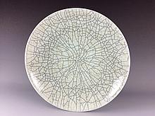 Fine Chinese Ge-type crackle line porcelane plate