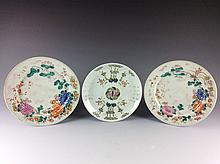 19C Qing period a set of three Chinese famille rose porcelane plates