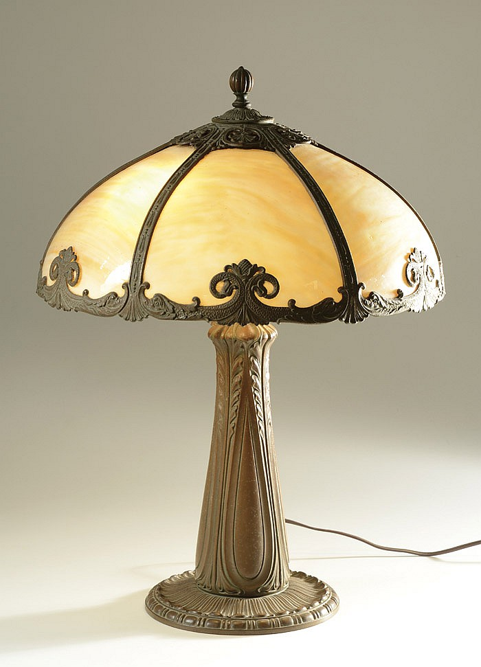 A 1920'S AMERICAN TABLE LAMP. The heavy