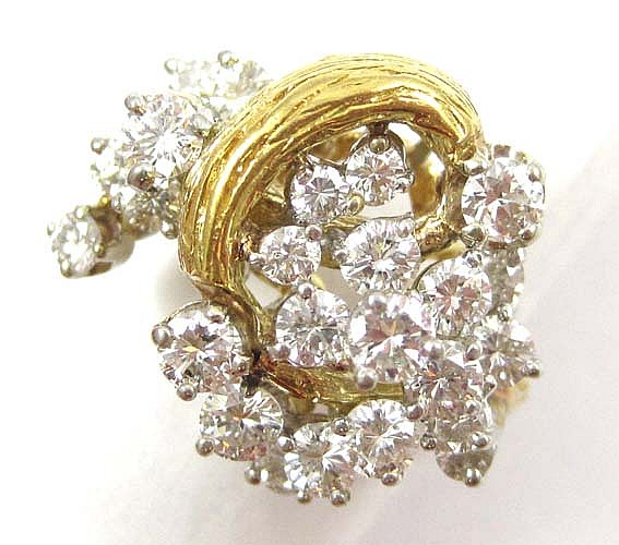 DIAMOND AND FOURTEEN KARAT GOLD CLUSTER RING