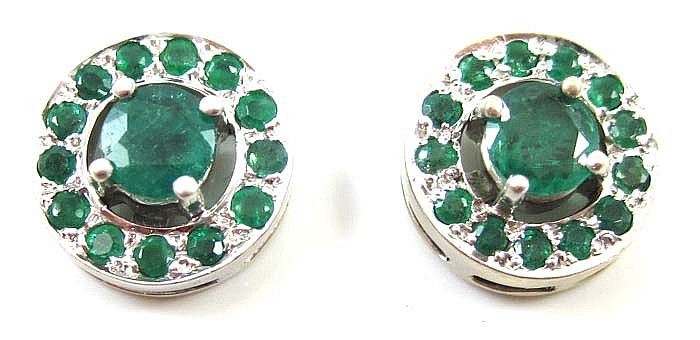 A PAIR OF EMERALD AND 18K WHITE GOLD EARRINGS