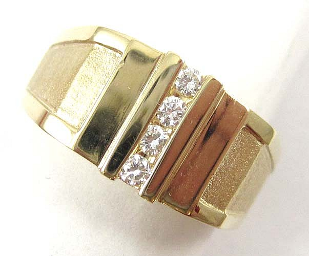 MAN'S DIAMOND AND FOURTEEN KARAT GOLD RING,