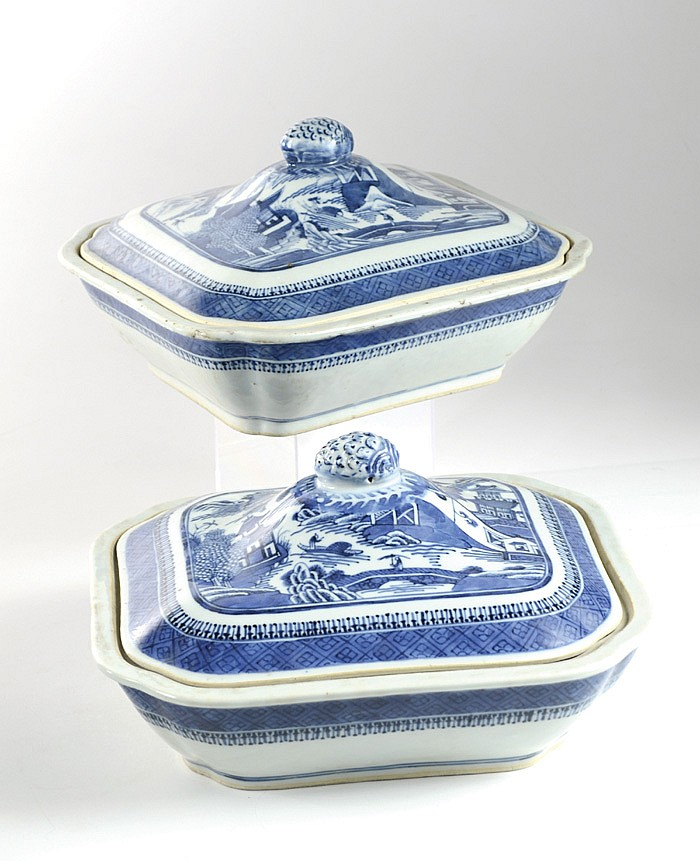 TWO CHINESE NANKING BLUE AND WHITE PORCELAIN